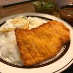 カレー クローバー - 【数量限定】チキンカツレツとプライドエッグのくろーばーカレー