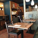 星ノ灯 - テーブル席から厨房
