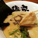 博多ラーメン 琥家 - チャーシューは美味〜い