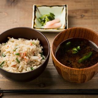 料理に下から寄り添う日本酒