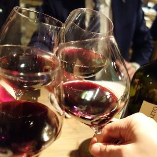 イタリア人ソムリエが厳選したイタリアワイン3杯¥1500も