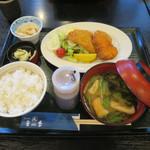 88489224 - フライ定食(サーモン&鯵&ひれかつ)