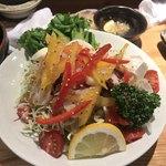 居酒屋 雑魚や - 特製サラダ ¥650