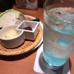 海鮮居酒屋 えん屋 - お通し ¥390+tax + ラムネサワー ¥460+tax