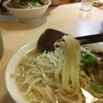 さぬき一番 - 麺は少し細めですね スープが濃くて麺そのものの良し悪しは全くわかりませんが少しコシはあった
