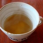 apa apa cafe - スープはチキンコンソメ味。少しだけガーリック入り☆カップの文字は「イマジン♪」