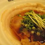 88500162 - 貝の旨味がゆったり広がる優雅な旨み。  醤油も香り豊かでゆったり響き渡る。  キツさがない円やかな塩味。  バランス良く、実に心地よく麺を走らせる。