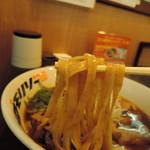 88501225 - 麺は平打ち極太ストレート麺、高加水率。  潤い豊かで滑らかな全粒粉仕様