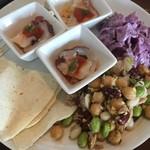 パーゴラ - トルティーヤ、ビーンズサラダ、トルコ風紫キャベツのサラダ