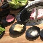ヨプの王豚塩焼 熟成肉専門店 - セットのバンチャンもたくさん♩