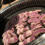 ヨプの王豚塩焼 熟成肉専門店 - 店員さんが綺麗に焼いてくれます