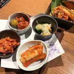 焼肉トラジ  神田店 - キムチ5点盛