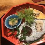 かま田 - いくらとじゆんさい ヤングコーンとズッキーニ白和え  マグロ漬け握り  南蛮漬け  水無月豆腐
