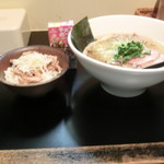 麺や勝治 - 塩ラーメンセット1000円(塩ラーメンが800円なのでチャーシュー丼は200円ですね