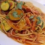 osteria EURO - ズッキーニとベーコンのトマトソースパスタ