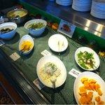 ビスヌ - バイキングコーナーのサラダ