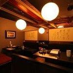 博多水炊き 銀獅子 - 2~4名様、 貸切で20名様も対応可能なテーブル席