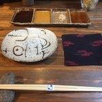 串カツとワイン 海山 - ポン酢 淡路島の塩 マスタードソース ソース