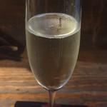 串カツとワイン 海山 - シャンパン