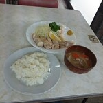 源氏食堂 - 味噌汁は肉屋だけあって豚汁