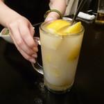 個室肉バル×チーズタッカルビ 肉タリアン - 氷結果実入り カルピスレモンサワー