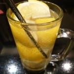 個室肉バル×チーズタッカルビ 肉タリアン - スッキリ爽やか!氷結果実入りレモンサワー