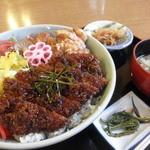 お食事処 山どり - 七ツ鉢丼 950円 (2011.5)