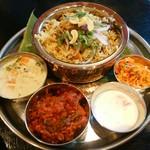 インド食堂 チャラカラ - 料理写真:チキンビリヤニ1000円 ケララベジタブルシチュー300円 さらに、チキンチリ300円トッピング(ゝω・)