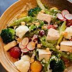 Nui. - 季節野菜のシーザーサラダ(750円)ボリューム満点