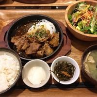 kawara CAFE&DINING -FORWARD--牛カルビ焼肉と10品目の野菜サラダ定食 ¥1,280