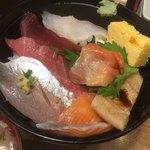 丼ぶり屋 まぐろ丼 恵み - 海鮮丼アップ