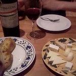ピザ・セカンドハウス - チーズ5種盛り盛り&ガーリックトースト!!&赤ワイン