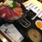 三是 - 海鮮丼930円