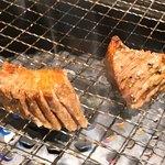 ニクヤキ ギンキョウ - 牛タン元の厚切り焼く