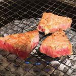 ニクヤキ ギンキョウ - 常陸牛 カイミノ厚切り焼く