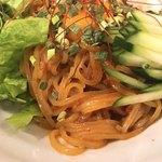 ニクヤキ ギンキョウ - ピビン麺の麺アップ