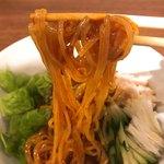 ニクヤキ ギンキョウ - ピビン麺の麺リフトアップ