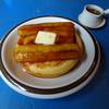 カフェ ハッピー ツリー - 料理写真:パンケーキ 600円+キャラメリゼバナナ 100円