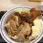 かつや - 料理写真:肉盛りチキンカツ丼 590円
