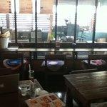 8856124 - テーブル席とkazuさん設計の焙煎窯