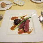 8856243 - 鴨胸肉のグリエ ハチミツとエピス風味(+700円)シェフのおすすめ。