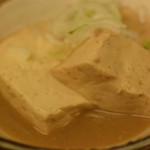晩杯屋 - 煮込み豆腐 110円