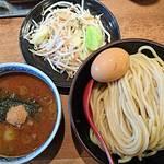 三田製麺所 - 野菜盛りと半熟玉子つけ麺   トップアングル