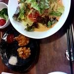 中国料理 天蘭 - 豆乳冷やし坦々麺ランチ。 鶏唐揚げ、野菜サラダ、とうもろこし