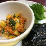 鳥弥三 - チャンジャとアボカドの韓国海苔巻き