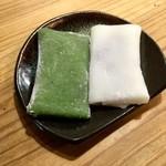 寿けーらん - 料理写真:【けーらん】よもぎ(左)とこしあん(右)