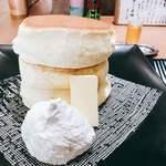 紅鶴 - 蜂蜜とバター 生クリーム添え