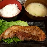 88567229 - 豊熟もち豚バラ黒胡椒焼き定食:990円税別