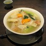 中国料理 ながさき家 - お肉がとってもやわらかい地鶏そばです。