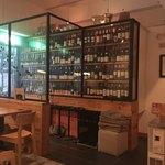 ビストロ キューブマン - ワインの並ぶボード